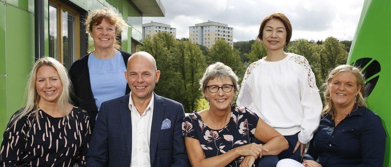 Foto på Anna, Eva, Mikael, Lena, Helen och Therese som arbetar på Partille Energis kundservice och marknadsfunktion.